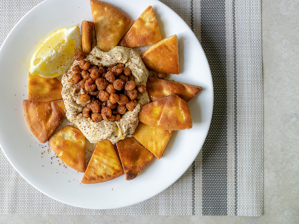 Pita Chips With Hummus And Crispy Chickpeas