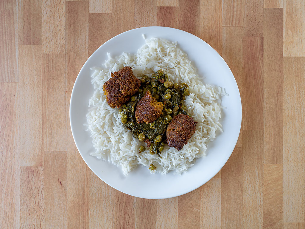Kofta with Spinach And Pea Curry